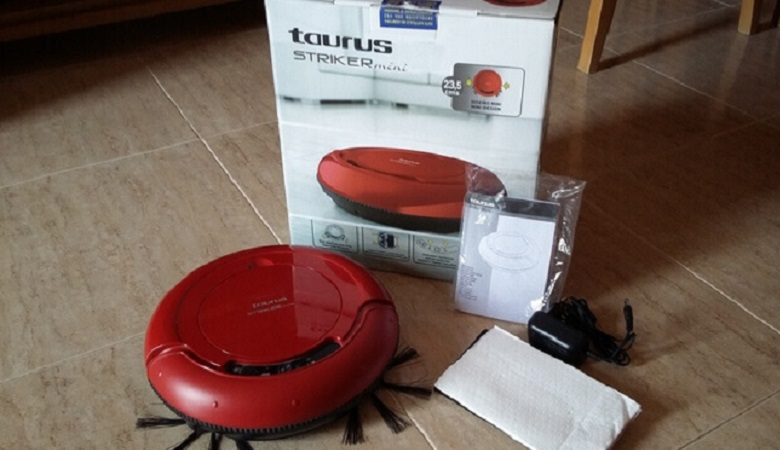 Taurus Mini Striker cleaner robot